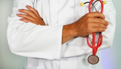 Médecin avec stéthoscope